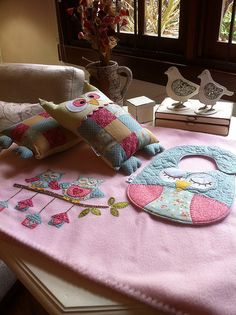 MaNtA SoFt, NaNiNha e BaBaDoR- can't understand but cute stuff, collecting ideas Owl Crafts, Baby Crafts, Baby Sewing Projects, Sewing For Kids, Quilting, Diy Bebe, Patchwork Baby, Baby Makes, Baby Kind