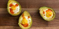 Baked Egg Avocado Boats - Can't get enough avocado? Using the creamy fat as a baked egg boat is genius. Healthy Egg Recipes, Avocado Recipes, Brunch Recipes, Healthy Snacks, Cooking Recipes, Healthy Breakfasts, Healthy Eating, Baked Avocado, Smashed Avocado