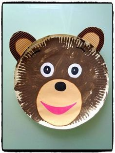 Petit ours brun en assiette en carton, bricolage enfant