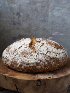 Eltefritt rugbrød med solsikkefrø Baked Goods, Cooking Recipes, Candy, Cookies, Baking, Mat, Farmhouse, Film, Crack Crackers