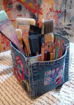 Art Studio Box Tutorial, Upcycled Denim Art Material Storage Box, Denim Crafts, upcycle, recycle- could be really cut with pockets all around and some embroidery or felt with embroidery. Denim Studio Box Tutorial: blue jean pockets make great art supply c Fabric Crafts, Sewing Crafts, Sewing Projects, Craft Projects, Upcycling Projects, Recycling Ideas, Upcycled Crafts, Sewing Diy, Jean Crafts