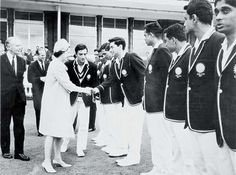 #Pataudi introduces the Indian team to Queen Elizabeth II, during India's tour of England in 1967 #Cricket Legends