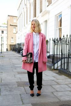 oversized, pink & a hint of leo. #JessieBush in London. #WeThePeople
