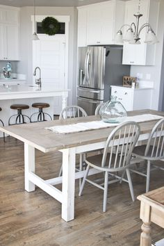 Search for farmhouse table designs and dining room tables now. this modern farmhouse dining room table is the perfect addition to any dining table space. Kitchen Table Bench, Kitchen Decor, Kitchen Ideas, Kitchen Rustic, Kitchen Units, Kitchen Small, Diy Table, Tuscany Kitchen, Walnut Kitchen