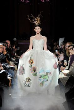 Take a look to Franck Sorbier Haute Couture Spring Summer  2015collection: the fashion accessories and outfits seen on Parigi runaways.