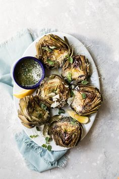 Delicious and easy Grilled Artichokes are a great appetizer for any backyard summer party! Drizzle these with a warm Parmesan and garlic butter for extra flavor! Grilled Artichoke, Artichoke Recipes, Low Carb Side Dishes, Side Dish Recipes, Garlic Parmesan, Garlic Butter, Healthy Eating Recipes, Vegan Recipes, Grill Recipes