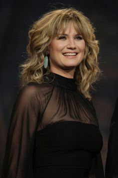 Jennifer Nettles performing on 'Leno.' . (Makeup)