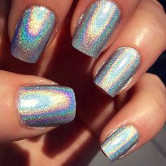 Holographic nails by Julia Graf hellojuliagraf