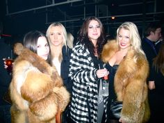 fur fashion directory is a online fur fashion magazine with links and resources related to furs and fashion. furfashionguide is the largest fur fashion directory online, with links to fur fashion shop stores, fur coat market and fur jacket sale. Fox Fur Jacket, Fox Fur Coat, Fur Coats, Fur Fashion, Winter Fashion, Furry Girls, Red Fox, Style Guides, Sexy Women