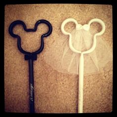 Mickey + Minnie - bride and groom pens for the guest book table Disney Wedding Favors, Beach Wedding Favors, Wedding Wishes, Disney Weddings, Tangled Wedding, Fairytale Weddings, Themed Weddings, Princess Wedding, Mickey And Minnie Wedding