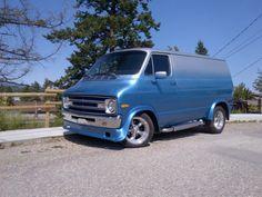 1976-Dodge-B100-Short-wheel-base-Van-Street-Van-Style