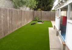Dog grass, synthetic turf is one fix for lawn drainage and pet potty problems Small Backyard Patio, Backyard Landscaping, Backyard Ideas, Pet Grass, Covered Patio Design, Grass Decor, Dog Yard, Astro Turf, Artificial Turf