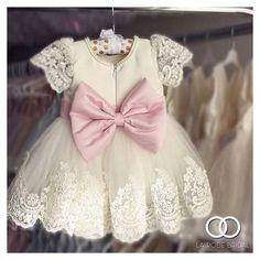 Muito amor por esse vestido de daminha  #flowergirl #flowergirldress #vestidodedaminha #daminha #daminhadecasamento #love #cute #vestidolindo #instagood #dress #wedding #casamento #girl #littlegirl #instafashion #lovely #fofo #fofura #vestidinho #amor #followme