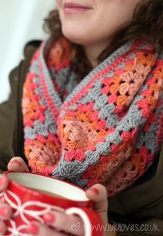 Lovely Granny Square scarf. The colours are just perfectly autumny. This woman has a lot of really nice patterns on her blog.