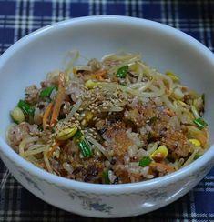 찬 밥으로 만든 일품요리, 콩나물 밥 – 레시피   Daum 요리 Korean Dishes, Korean Food, Healthy Menu, Healthy Eating, K Food, Vegetable Rice, Asian Recipes, Ethnic Recipes, Desert Recipes