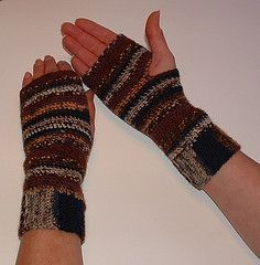 Free Crochet Basic Fingerless Gloves Pattern.