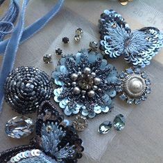 lovely--Etincelle Creative STUDIO: Course at Lesage in Paris Zardozi Embroidery, Tambour Embroidery, Bead Embroidery Patterns, Couture Embroidery, Bead Embroidery Jewelry, Beaded Jewelry Patterns, Embroidery Fashion, Hand Embroidery Designs, Floral Embroidery