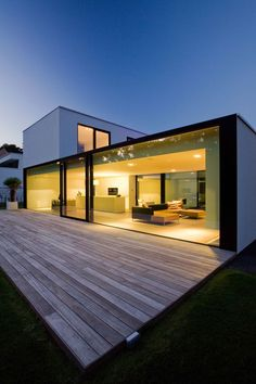 Contemporary house designs have a whole lot to provide to a modern dweller. Ultimately, the modern house style does not limit imaginative minds at all. Minimalist House Design, Minimalist Architecture, Modern House Design, Interior Architecture, Small Modern Houses, Architecture Definition, Modern Glass House, Gothic Architecture, Minimalist Living