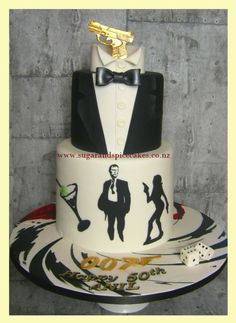 James Bond 007 James Bond cake for Anil's The gun is created in and is edible. This is an Eggless chocolate cake with Chocolate Ganache filling. James Bond Cake, James Bond Party, James Bond Theme, Fondant Cakes, Cupcake Cakes, James Bond Wedding, Eggless Chocolate Cake, Movie Cakes, Luxury Cake