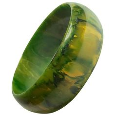 Preowned 1930s Swirled Bakelite Green Faux Jade Bangle Bracelet (18.345 RUB) ❤ liked on Polyvore featuring jewelry, bracelets, green, green bangle bracelet, jade jewelry, jade bangle, jade bracelet bangle and green jade jewelry