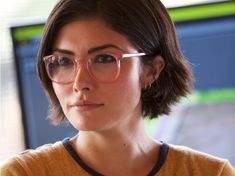 'Jurassic World: Fallen Kingdom' star Daniella Pineda says her character's lesbian reveal was cut from the film Jurassic World Fallen Kingdom, Jurassic Park World, Falling Kingdoms, The Best Films, Detroit Become Human, Beauty Queens, Face And Body, Lesbian, Short Hair Styles