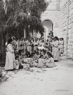 English Mission Girls' School: Nablus, Palestine 1900-1920