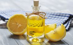 Lemon Essential Oil For Pimples Ingredients 3 drops lemon essential oil Cotton ball How To Prepare Lemon oil does not need to be diluted as it is being used on small areas topically. Gallbladder Cleanse, Liver Detox Cleanse, Detox Your Liver, Natural Acne Remedies, Home Remedies For Acne, Limpieza Natural, Caviar D'aubergine, Troubles Digestifs, Pimples Overnight