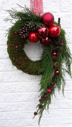 Door decorations for the Advent season # front door # Christmas tree balls . - Door decorations for the advent season door tree balls You - Easy Christmas Ornaments, Christmas Door Decorations, Xmas Wreaths, Christmas Flowers, Christmas Centerpieces, Simple Christmas, Christmas Home, Christmas Crafts, Red Ornaments