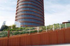 Favemanc ha instalado la fachada ventilada cerámica de la torre sevilla, obra de César Pelli