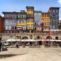 20 Motivos para dejarlo todo e irte a #Portugal | Via Condé Nast Traveler España | 3/3/2014  La variedad de lugares que ofrece Portugal para visitar es algo indiscutible, sus ciudades nos brindan con hermosas playas,categrales y construcciones que nos hace quedar asombrados por su belleza. Te contamos los motivos para enamorarnos (aún más) y quedarnos en Portugal. #Portugal Photo: Ribeira, Oporto