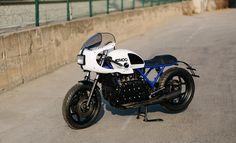 Interessante Kombi: runde Halbschalenverkleidung, rechteckiger Scheinwerfer über Ziegelstein-Motor   K1100 von Ad Hoc Cafe Racers