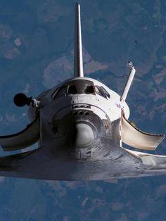 Space Shuttle in zero gravity orbit