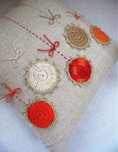 Baby Dress Pattern Free, Baby Dress Patterns, Baby Knitting Patterns, Free Pattern, Crochet Patterns, Crochet Flowers, Fabric Flowers, Crochet Cushions, Diy Pillows