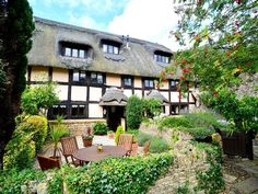 Beautiful Century Thatched Cotswolds Cottage (Barn Conversion)Holiday Rental in Broadway from Cotswold Villages, English Country Cottages, Country Hotel, Cute Cottage, Tudor House, Thatched Roof, Cottage Homes, Cottage Gardens, Great Vacations