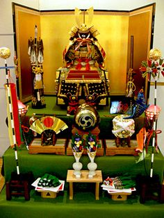5月5日 : 端午(たんご)は五節句の一。 端午の節句(the Feast of Flags―the Boy's Festival)。 菖蒲の節句とも呼ばれる。 日本では端午の節句に男子の健やかな成長を祈願し各種の行事を行う風習があり、現在では5月5日に行われ、国民の祝日「こどもの日(Children's Day)」になっている。