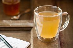 Quem disse que a combinação de abacaxi com hortelã só vai bem em suco? Experimente aproveitar as cascas da fruta e preparar um chá que, além de saboroso, é digestivo.