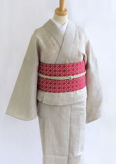 《今日の着物コーディネート》すっきり涼やかな新作きもののコーディネートです☆この季節に嬉しい麻100%の楊柳の単衣着物。シンプルで長い間お召しになれる無地きものですね。合わせた帯はただいま注目度No.1【IKS COLLECTION】のクラシコレース半巾帯です。帯締めはこちら。