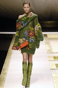 Catwalk photos and all the looks from Kenzo Autumn/Winter 2006-7 Ready-To-Wear Paris Fashion Week