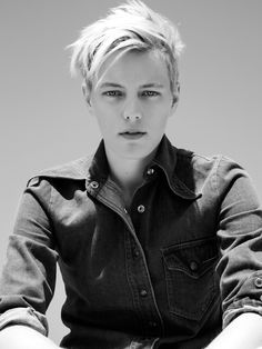 Androgynous and effortlessly cool Erika Linder has been modeling since but. Androgynous and Androgynous Models, Androgynous Look, Androgynous Fashion, Tomboy Fashion, Tomboy Style, Queer Fashion, Tomboy Outfits, Emo Outfits, Erika Linder