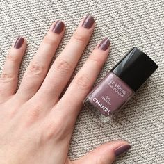 Chanel Tenderly nail polish