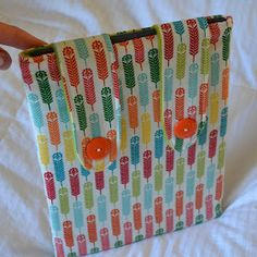 Sewing Barefoot: ipad cover - could use as kindle cover? Sewing Hacks, Sewing Tutorials, Sewing Crafts, Sewing Projects, Sewing Patterns, Diy Crafts, Sewing Ideas, Bag Patterns, Quilt Tutorials
