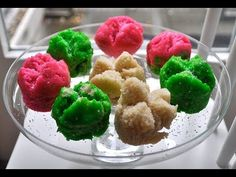 Kue mangkok means 'cake in a bowl. I use ice cube cups for mine. I get them at a specialist cooking shop or sometimes at the supermarket. Indonesian Desserts, Indonesian Food, Steam Cake Recipe, Cooking Shop, Great Recipes, Favorite Recipes, Steamed Cake, Asian Snacks, Asian Kitchen