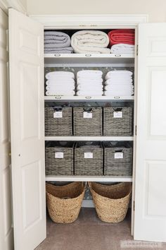 Linen Closet Organization - How to organize your linen closet If you have dysfunctional basic wire shelving in your closet, Jen Woodhouse shows you how to organize your linen closet and give it a complete makeover! Home Organization, Linen Closet, Interior, Home Organisation, Wire Shelving, Linen Cupboard, Linen Closet Organization, Home Decor, Shelving
