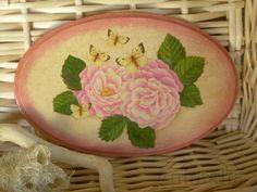 "Decorazione  targa ovale in legno ""Peonie"" anticata: disponibile - for sale  #decoupage  #handmade #peonie #flowers #fiori #Etsysellers"