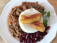 Ropa Vieja con Amarillos Food And Drink, Beef, Ideas, Ropa Vieja, Meat, Ox, Thoughts, Ground Beef, Steaks