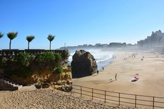 What to do and see in #Biarritz episode 1. View on the sand and seafront of Biarritz grande plage