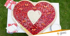Torta nuziale a un piano a forma di cuore / Wedding cake