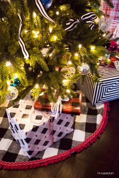 Hi Sugarplum | Love the tradition of the black plaid, with the quirky twist of hot pink pom-pom trim on this tree skirt