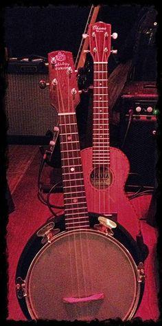 Barbara brought her trusty Ohana ukulele and a banjolele to her gig!