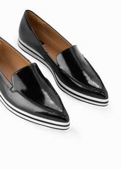 Pointed leather loafer